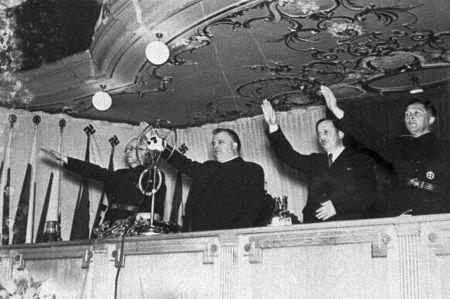 Predseda vlády V. Tuka, prezident J. Tiso, predseda snemu M. Sokol a minister vnútra A. Mach na zjazde verejných pracovníkov v roku 1942.